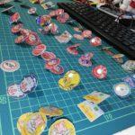 昭和ホーロー看板のピンバッジをたくさん作りました。