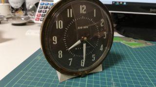 インテリアとしてもGOODですよ!丸いゼンマイ式の置時計をクウォーツ式に修理します。