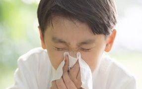 洗剤などに含まれる香料が私のくしゃみや鼻水の原因では?香りの害(香害)なのか?